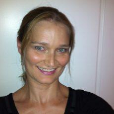 Julie LinkedIn pic