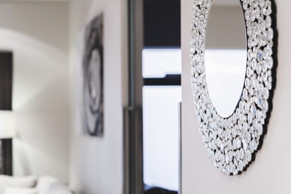 mirror_placement_instant_interiors